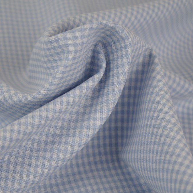 Tessuto a quadretti bianco e celeste
