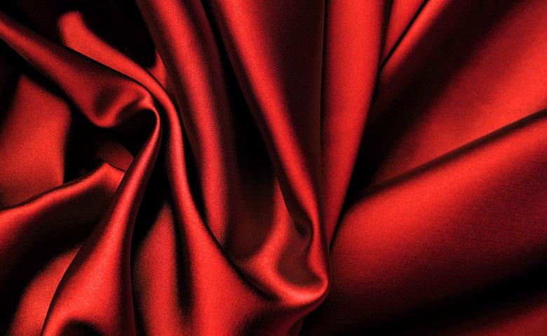 Seta e cotone sono i principali tessuti per i lavori di cucito